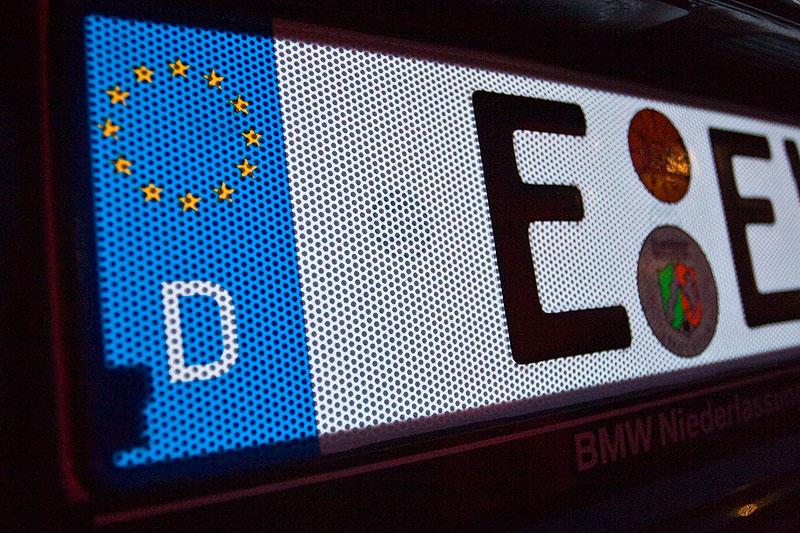 """serienmäßige """"Fehlstelle"""" unten links beim G-elumic Leuchtkennzeichen"""