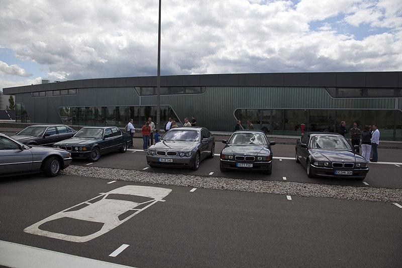 vor der Zweigstelle der BMW Niederlassung Leipzig am BMW Werk Leipzig