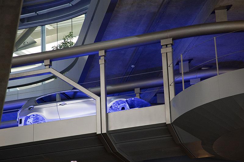 automatisches Transportsystem überhalb der EG-Ebene im Zentralgebäude