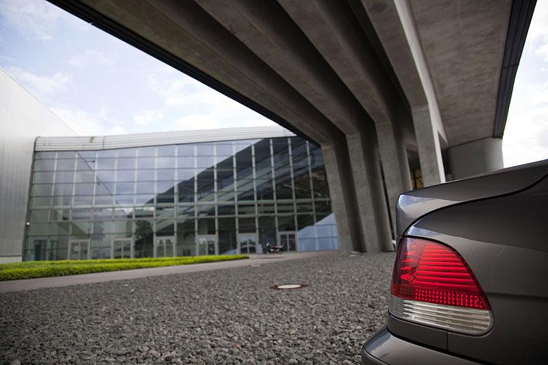 """BMW 745i (E65) von Matthias (""""Bommelmann"""") vor dem Zentralgebäude"""
