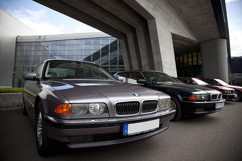 Auf dem Parkplatz stellten die 7-forum.com Mitglieder ihre Fahrzeuge am BMW Werk Leipzig ab