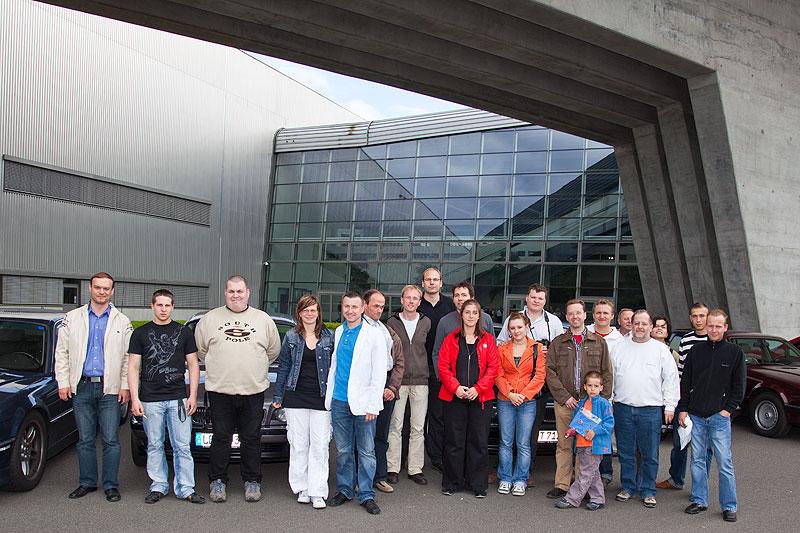 Gruppenfoto der 7-forum.com-Mitglieder, die an der Werksführung teilnahmen