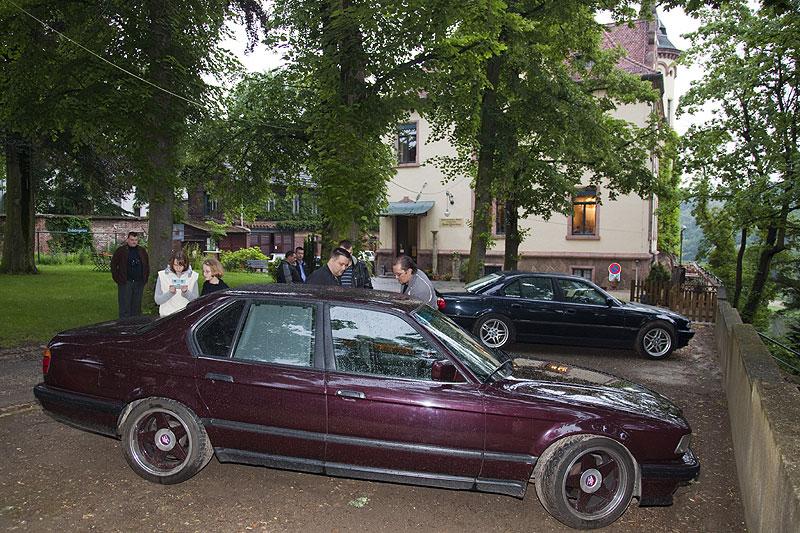 """Matthias' (""""730i Schnitzer"""") BMW 730i (E32) vor dem Schloß Gattersburg"""