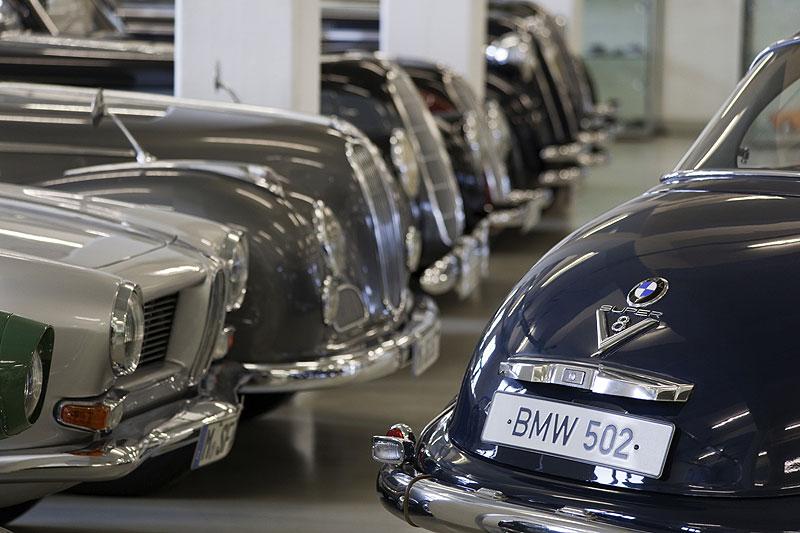 vorne: BMW 502 mit Super V8-Motor