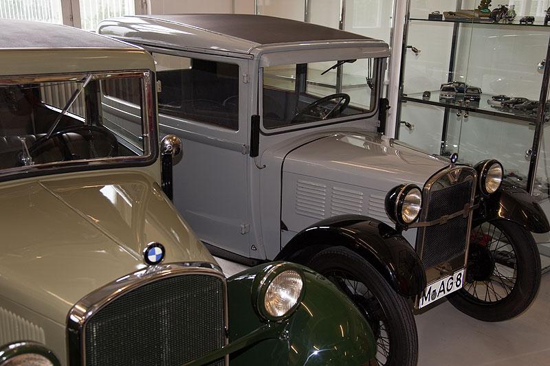 Dixi der ersten Generation (rechts) und der zweiten Generation in der BMW Classic