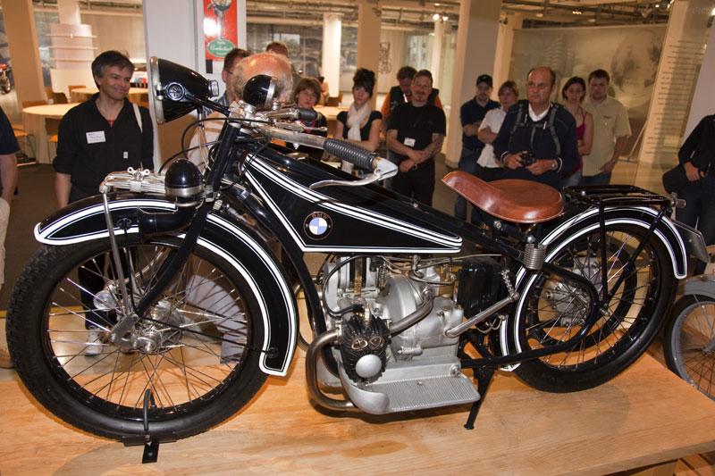 Das erste BMW Motorrad, die BMW R32 mit quer eingebauten Boxer-Motor