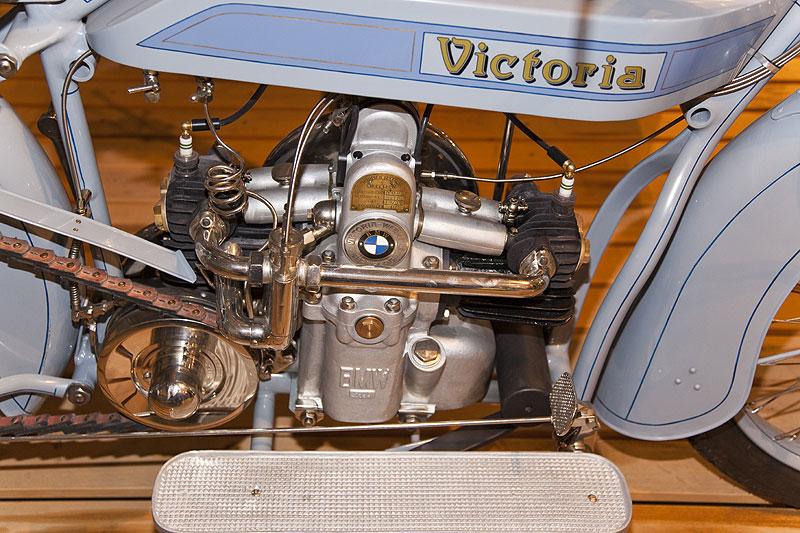 Victoria KR1 mit längs eingebautem BMW 2-Zylinder-Boxer-Motor mit 494 cccm Hubraum, 6.5 PS bei 2.500 U/Min.