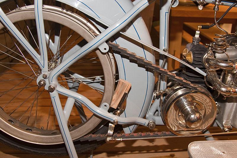 Victoria KR1 aus dem Jahr 1921, mit Kettenantrieb, 3-Gang-Getriebe, ca. 120 kg schwer. Stückzahl: ca. 1.000 (von 1920-1924)