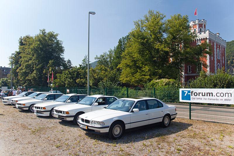 Der Gewerbe-Parkplatz hinter der Maximilians Brauwiesen wurde zum Parken der 7er-BMWs genutzt