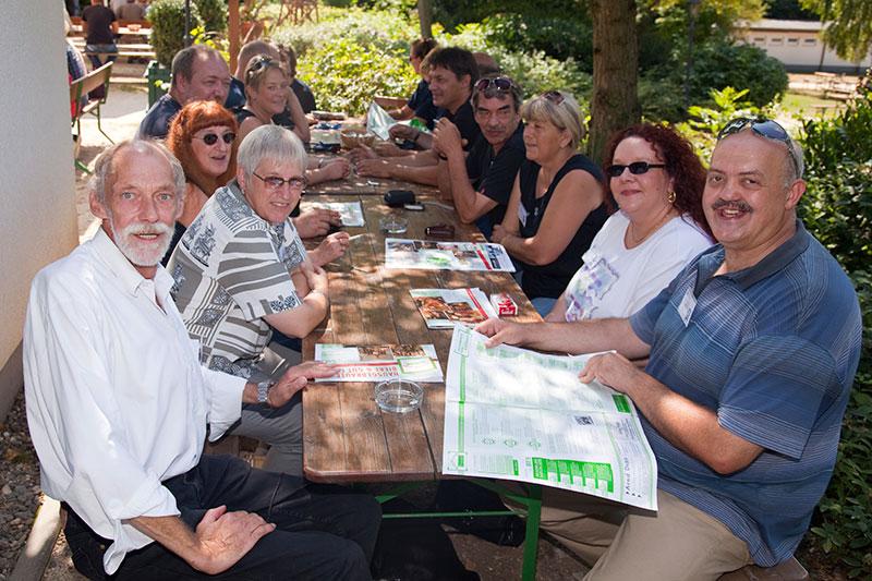 In den Maximilians Brauwiesen machten es sich die Teilnehmer spätestens zum Mittagessen gemütlich