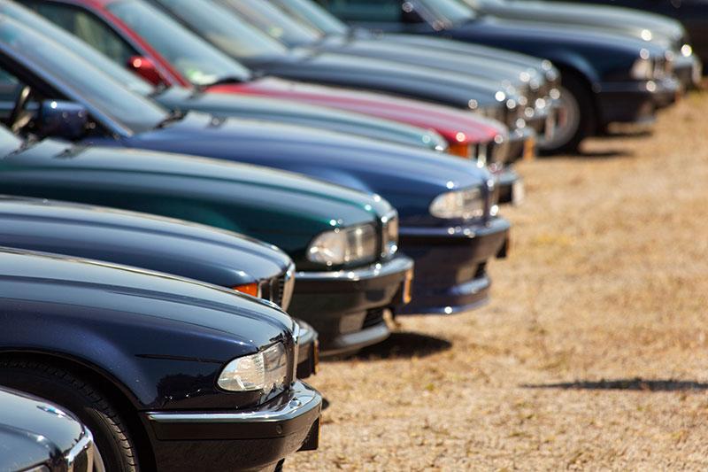 BMW 7er-Reihe auf dem Parkplatz beim 7. 7-forum.com Jahrestreffen in Lahnstein