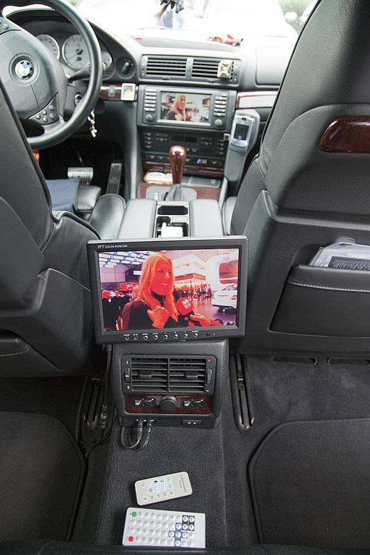 """Geburtstagskind Peter (""""peter-express"""") rüstete seinen BMW 750 (E38) mit einem Fond-Monitor nach"""