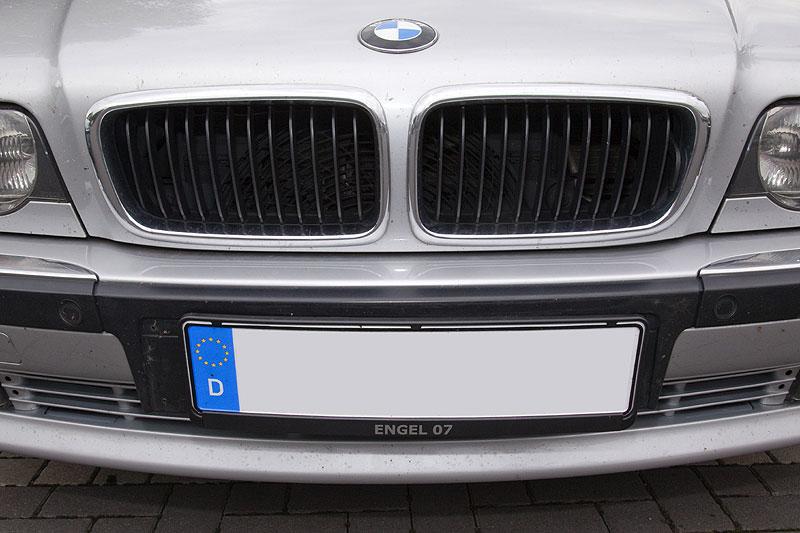 Polinas Forumsname ist nun auch unter dem Kennzeichen ihres BMW E38 zu finden