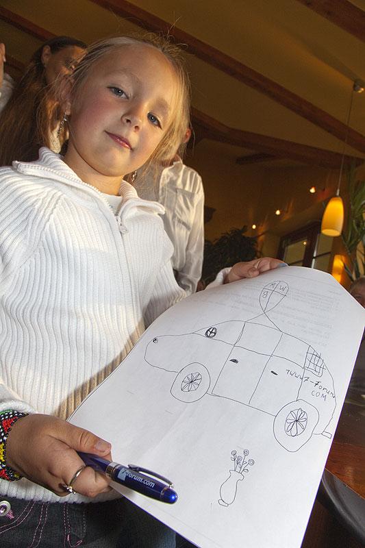Anastasia, die 7jährige Tochter von Polina, malte einen BMW