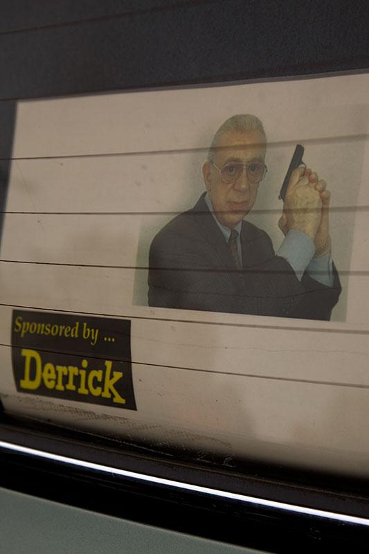 """Derrick Foto auf der Hutablage des BMW E23 von Michal (""""bmwe23"""")"""