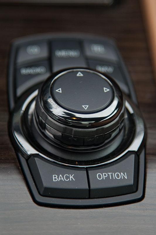 BMW 750i (F01), iDrive Controller vorne auf der Mittelkonsole