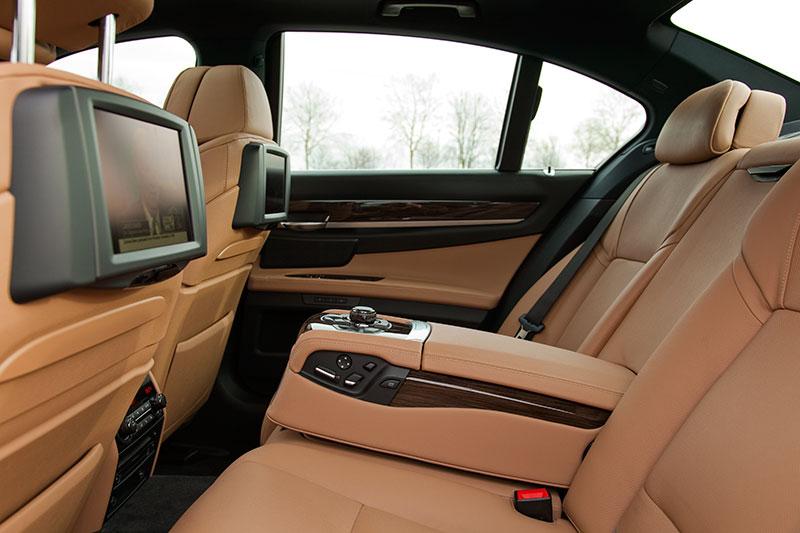 BMW 750i (F01), Blick in den Fond