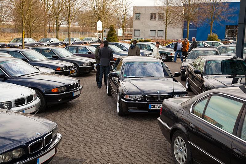 BMW 7er-Parkplatz am Autohaus Ekris in Veenendaal