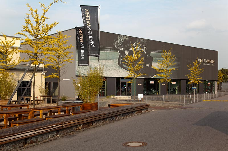 Meilenwerk in Düsseldorf in einem attraktiven, denkmal geschützten ehemaligen Lok-Schuppen, 2003 neu eröffnet, 150.000 m2 gross
