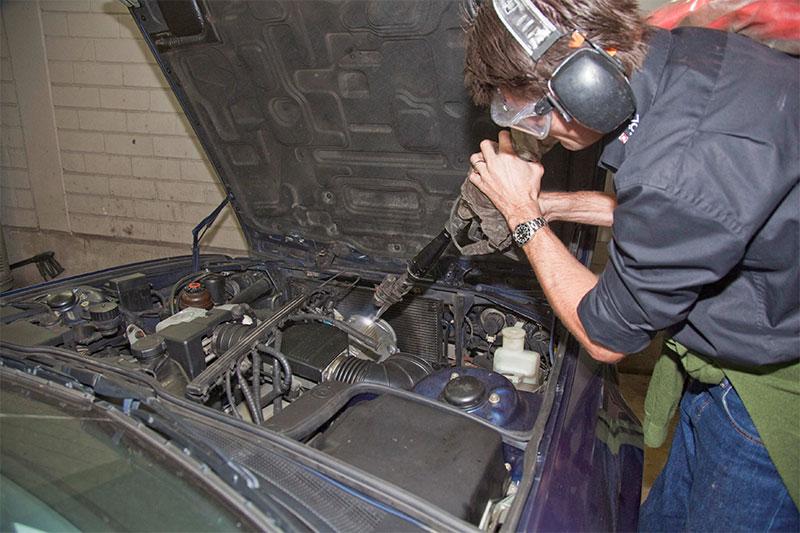 Eisstrahlen im Motorraum