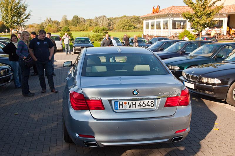 BMW Active Hybrid 7 (Modell F04) in der Exklusiv-Farbe blue-water beim Rhein-Ruhr-Stammtisch im Oktober