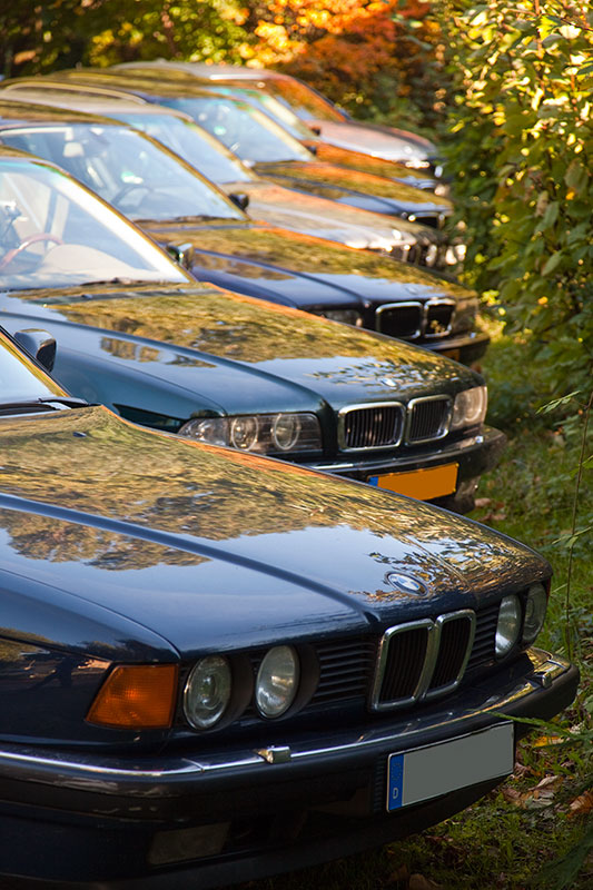 Der goldene Oktober zeigte sich zum Stammtisch von seiner schönen Seite: BMW 7er-Reihe am Friedhof in Bochum