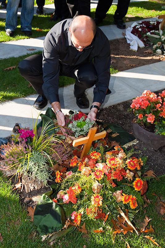 Uwe ('Raumgleiter') stellte eine Pflanze auf das Grab von Oliver ('schiol')