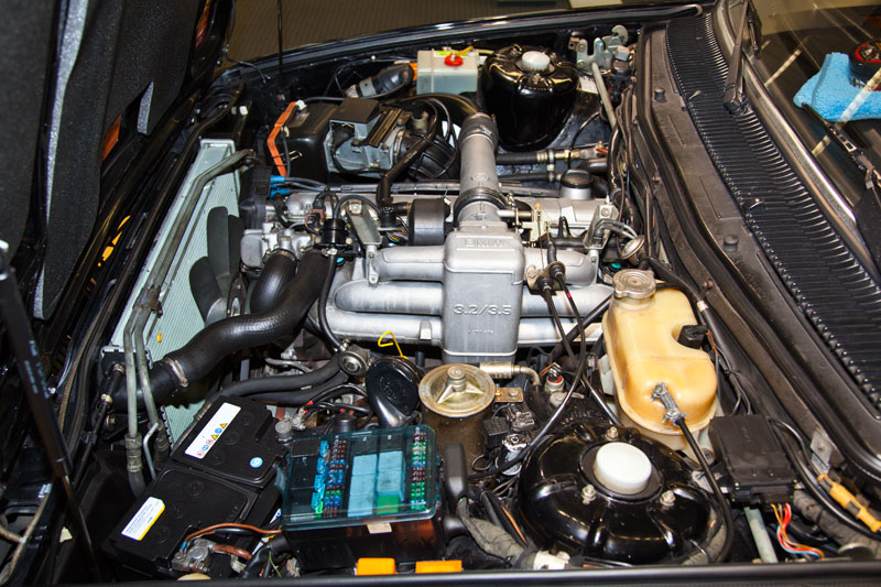 6-Zylinder-Turbo-Reihen-Motor M30/M102 im BMW 745i (E23)