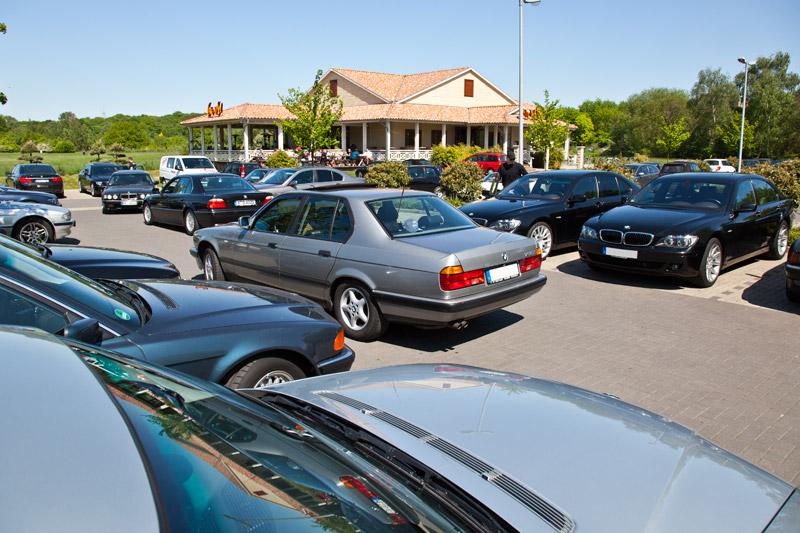 Voller 7er-Parkplatz beim Rhein-Ruhr-Stammtisch im Mai 2011