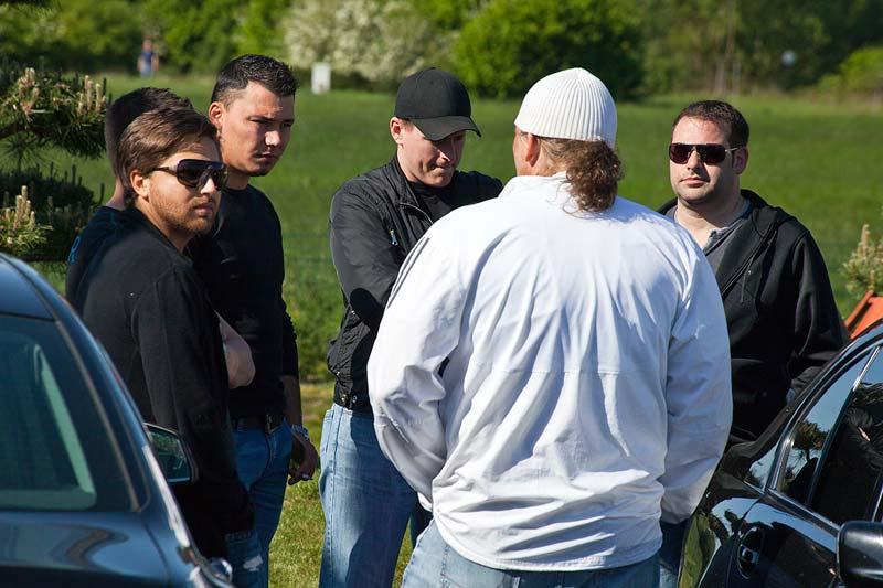 Männer-Runde auf dem 7er-Parkplatz beim Rhein-Ruhr-Stammtisch im Mai 2011