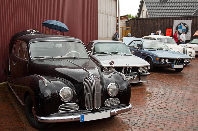 zahlreiche auch ältere BMW-Exemplare warteten auf die Besucher