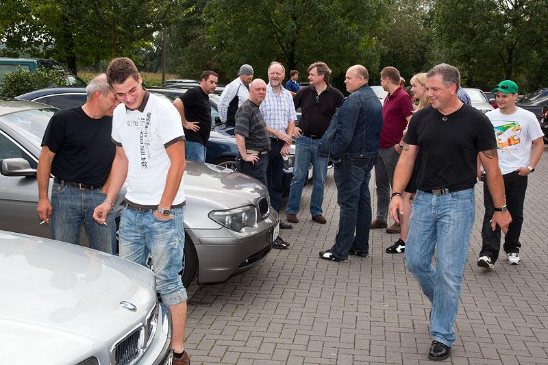 BMW 7er-Stammtisch Parkplatz vor dem Café del Sol in Castrop-Rauxel