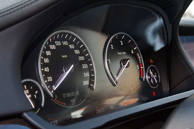 BMW 730d (F01) von Dirk ('Dixe'), Tachometer in Black Panel Technologie