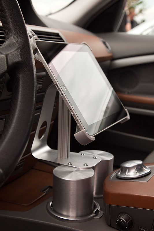 selbst gefertigte iPad Halterung im BMW 730d (E65) von Dennis ('Dennis730d')
