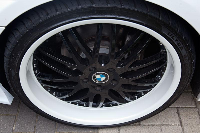 Hinten bedurfte es Distanzscheiben, da die BMW X6 Räder sonst nicht gepasst hätten.
