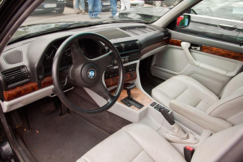 Ulli ('Jeff Jaas') erschien mit ihrem neuen, alten BMW 730i (E32), der jüngst eine neue Innenausstattung bekam