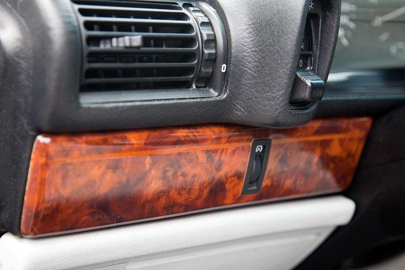 Nachgerüstetes Edelholz mit Intarsie im BMW 730i von Ulli ('Jeff Jaas')