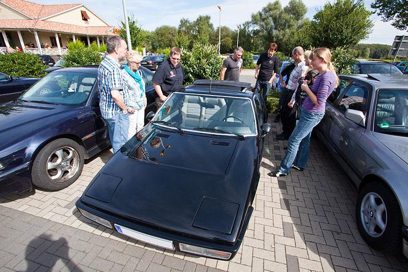 zwischen den 7er-BMWs wirkte der Matra besonders klein