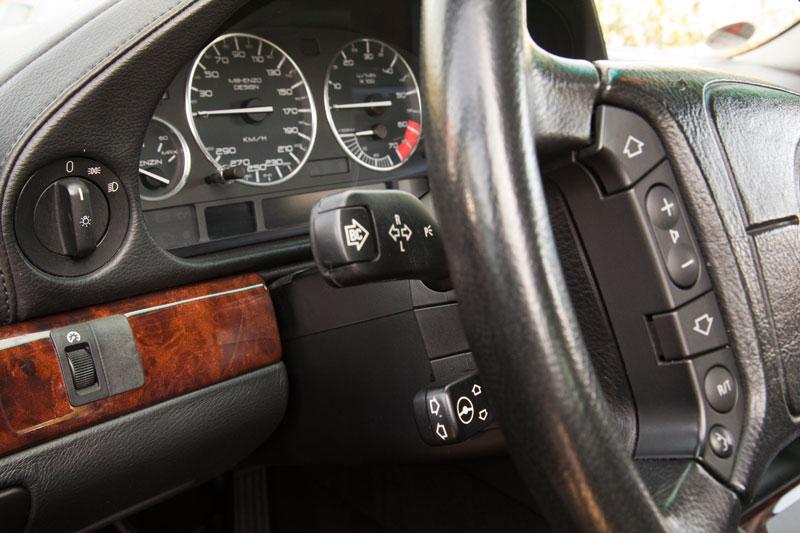 Cockpit mit neuem Tachoblatt von 'M8 Enzo' im BMW 750i (E38) von Wilhelm ('WL7001')