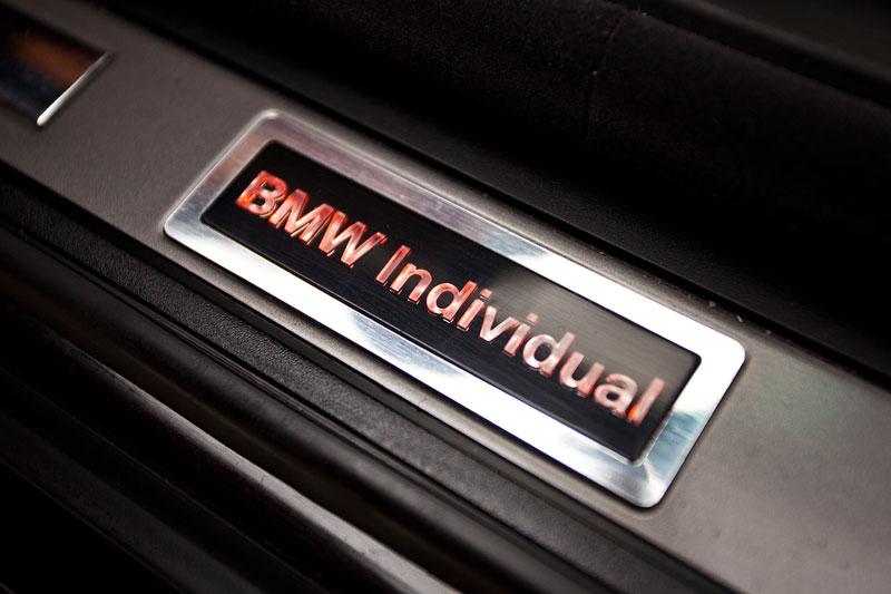 beleuchteter BMW Individual Schriftzug in der Einstiegsleiste des BMW 760Li von Gregor ('Gregor1969')