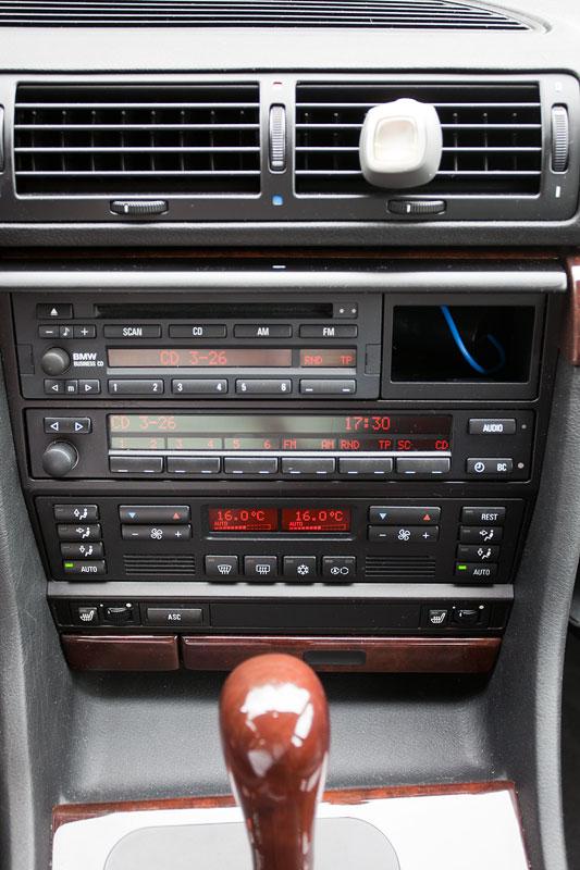 Mittelkonsole im BMW 728i (E38) von Volker ('CountZero')