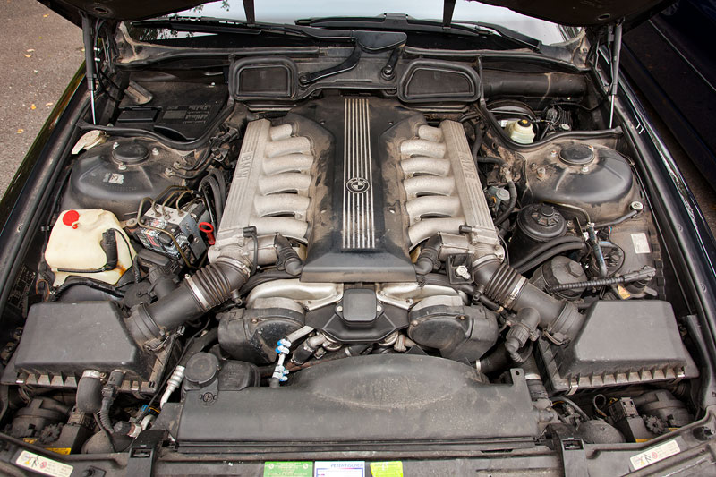 V12 Motor Im BMW 750i E38 Von Gerd Krewelsche