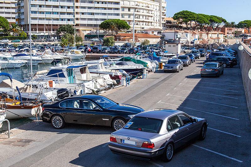 Aufstellung zum Gruppenfoto im Hafen von Sainte Maxime