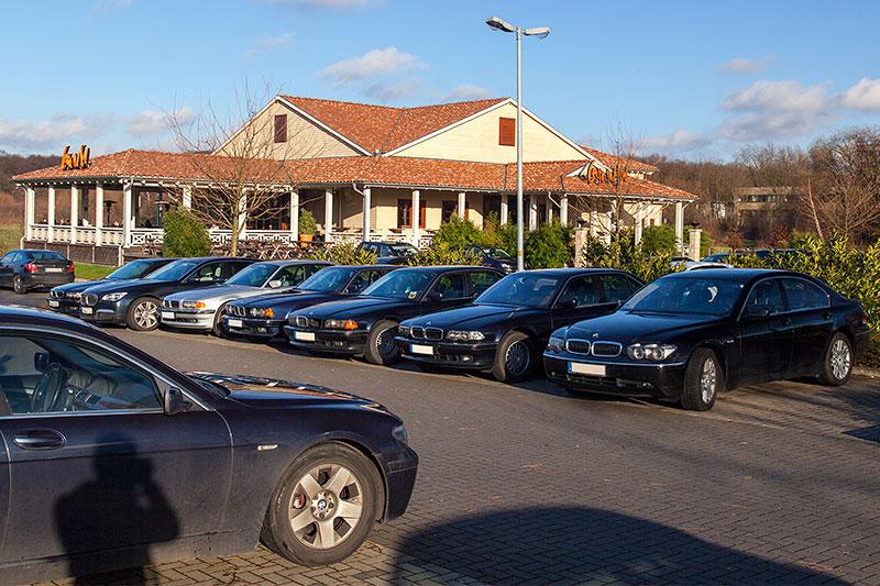 Rhein-Ruhr-Stammtisch im Dezember 2013: eine ganze Parkreihe konnten die 7er-Fahrer heute mal wieder für sich belegen.