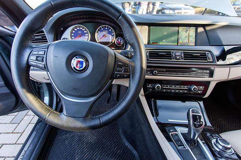 BMW Alpina B5 BiTurbo Touring (F11) von Michael ('Michael1963'), Cockpit mit Alpina-Lenkrad