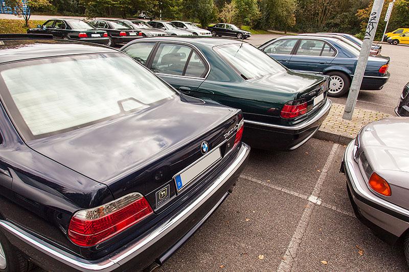 BMW 7er-Parkplatz beim 100. Rheinischen BMW 7er Stammtisch in Mönchengladbach-Wickrath