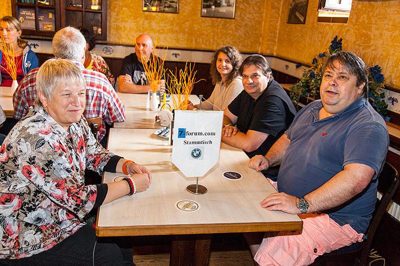 Stammtischrunde im Wickrather Brauhaus beim 100. Rheinischen BMW 7er Stammtisch im September 2014