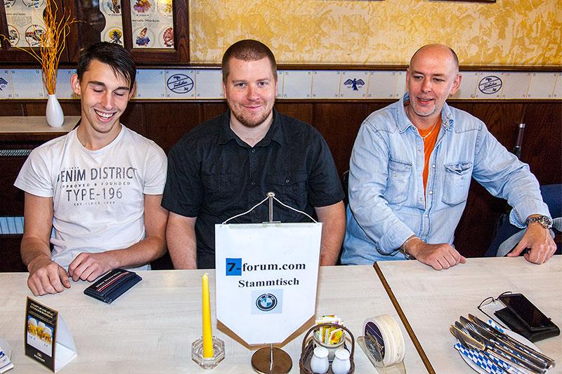 Stammtischrunde im Wickrather Brauhaus beim 100. Rheinischen BMW 7er Stammtisch in Mönchengladbach