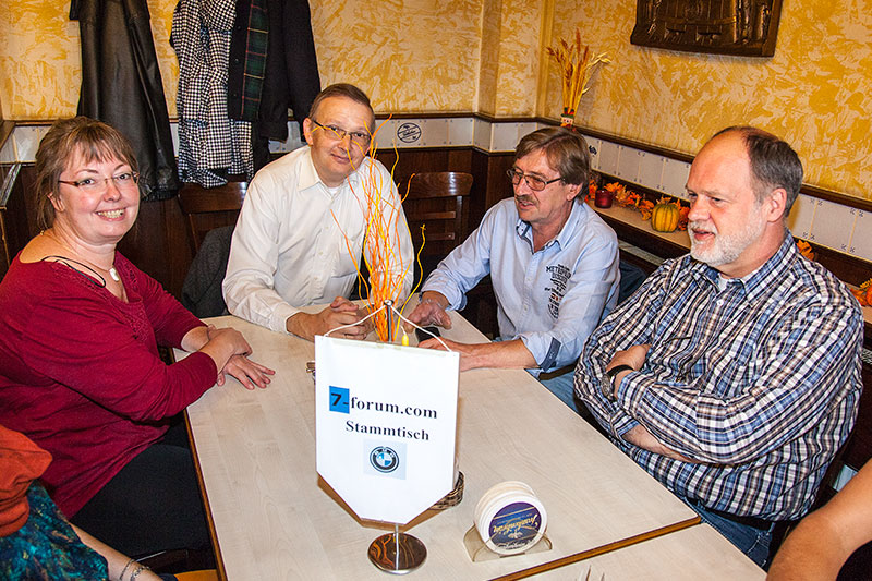 Stammtischrunde im Wickrather Brauhaus beim 100. Rheinischen BMW 7er Stammtisch