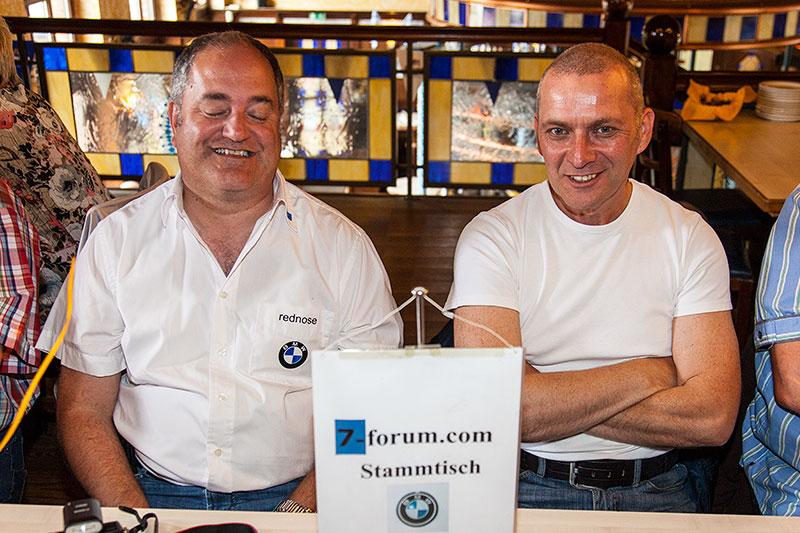 Stammtisch-Organisator Rudi ('rednose') und Thomas ('CoMBat') beim 100. Rheinischen Stammtisch